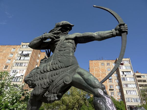 Pomnik Hajka w Erywaniu. Hajk uważany jest za protoplastę Ormian. Według Księgi Rodzaju był prawnukiem Noego.
