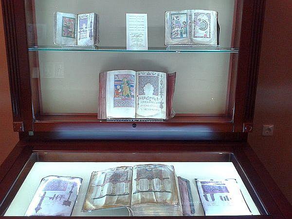 Gabloty z liczącymi setki lat rękopisami