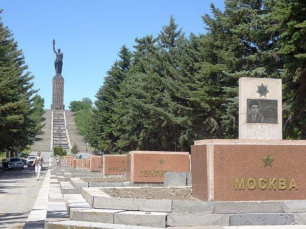 Pomnik Matki Armenii i aleja miast-bohaterów II wojny światowej - pamiątka z czasów ZSRR
